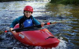 Oliver Fritz Gunderson bor i Dala-Floda. Han går i sjuan på Mockfjärdsskolan och har paddlat i fyra år.