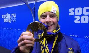 Lars Nelson med sin guldmedalj.
