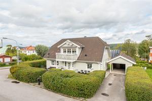Villan på Sågverksvägen i Sidsjö/Sallyhill har ett utgångspris på 4,3 miljoner kronor.