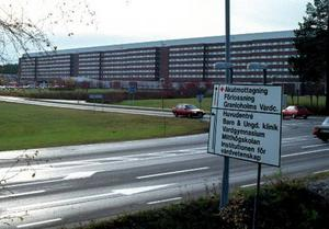 Landstinget i Västernorrland blöder ekonomiskt - inte minst beroende på överbeläggningar på Sundsvalls sjukhus.