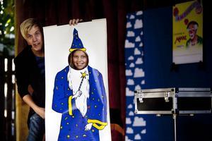 Klara Larm, 10 år blev förvandlad till trollkarl av Trollkarlen Jakob.