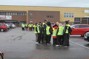 Närmare 50 personer hade anslutit sig för att hjälpa till i sökandet.