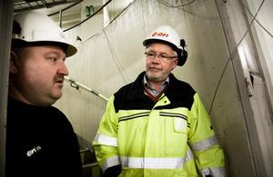 David Henriksson från One Nordic diskuterar med projektledare Anders Simonsson.