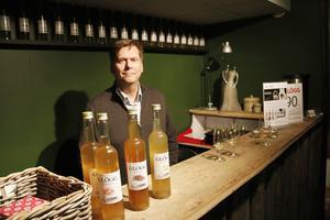 Yule Goats grundare Veikko Holmberg trivs utmärkt i sin nya butik på Södra Kansligatan.