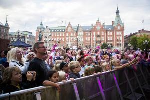 Förra årets upplaga av Sundsvall bjuder lockade många till torget.