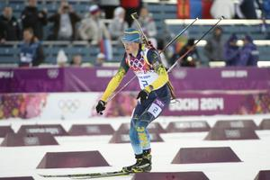 Fredrik Lindström hade ruskigt bra fart under skidorna i jaktstarten.