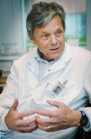 Barnläkaren Carls Lindgren har 30 års erfarenhet av barn- och ungdomsvård. Han har även arbetat utomlands åt Sida och WHO.