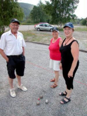 I dag invigs boulebanan vid Ljustorps IP. Kjell Forsström, Maj Britt Forsström och Birgit Åhlin hör till dem som spelar ofta.