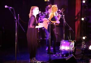 Erika Nathanaelsson sjunger i Avocado Whales.