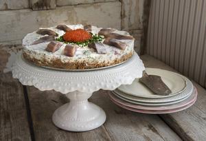 Matjessilltårta har blivit något av en modern svensk sommarklassiker.   Foto: Jonas Ekströmer/TT