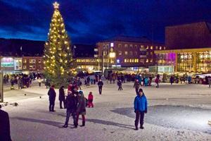 Under söndagen tändes också den stora granen på Stortorget till allmänhetens beskådan.