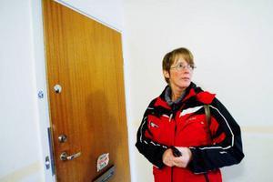 Annelie Mikaelsson säger att det nya låssystemet sparar mycket tid och att hon slipper allt strul med nycklar.  Foto: Henrik Flygare