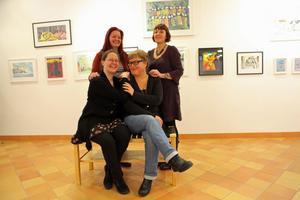 Umegruppen ställer ut ett 60-tal av sina verk på Kramfors Konsthall.