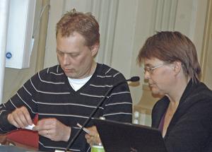 Abbe Ronsten (S) och Marit Ragnarsson (C) har fram till nu ingått i samma majoritetsstyre. Men uppfattningarna är delade om hur toppstyrt det är.