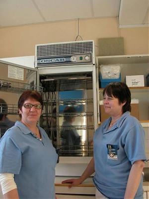 Onkologsköterskorna Monica Karlsson och Ann-Christine Ragnarsson har fått ringa återbud till cancerpatienter som skulle fått sin behandling under måndagen.