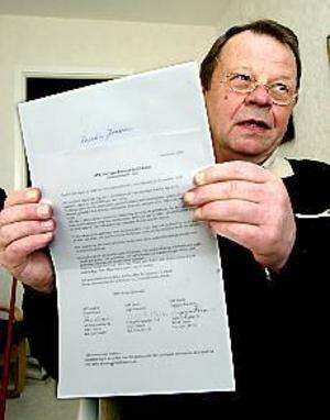 Foto:ANNAKARIN BJÖRNSTRÖM Ledsen. Lars-Håkan Jonsson fick ett brev han inte ville få. Sedan ett år är han änkeman, men ändå skickade Sveriges Pensionärsförbund ut en medlemsinbjudan till hans bortgångna hustru. Gunnar Johansson, SPF Gavle, beklagar misstaget.
