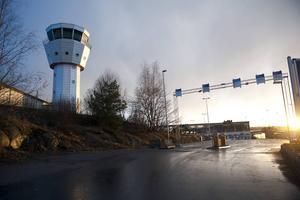 Miljöpartiets och Vänsterpartiets planer på att lägga ner Bromma flygplats kommer att leda till konsekvenser för länet, tror moderaten Saila Quicklund