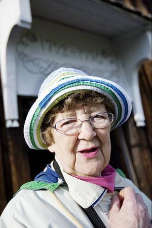 Hembygdsföreningens ordförande Stina Eliasson berättade att föreningen gjort en fotoutställning med bilder från de gångna 30 åren.