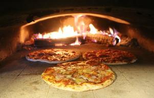 I november är det premiär för den lokala pizzan med egna råvaror och som gräddas i vedeldad ugn.