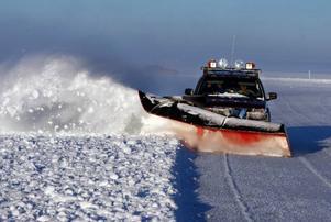 Vägverket håller nu på med att ploga sträckan Isön–Norderön. Eftersom det är vatten på isen och eftersom den bara på bara är 17 centmeter tjock på vissa ställen, tar det ännu ett tag än innan den öppnas.