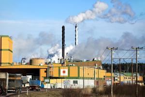 Stora Enso investerar 9,1 miljoner euro i sina konsumentkartongbruk. Det innebär ett stort lyft för Fors Bruk i Avesta.