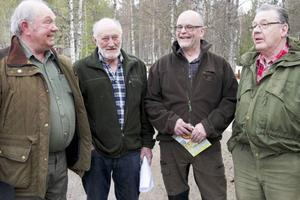 Leif Joelsson från Ytterhogdal, Enar Grubb från Hede och Sven Mattsson från Linsell är tre av ledamöterna i den nyvalda styrelsen för Folkaktion ny rovdjurspolitiks Härjedalsavdelning. Anders Dunder från Sveg var en av initiativtagarna och var även ordförande vid mötet i Linsell.