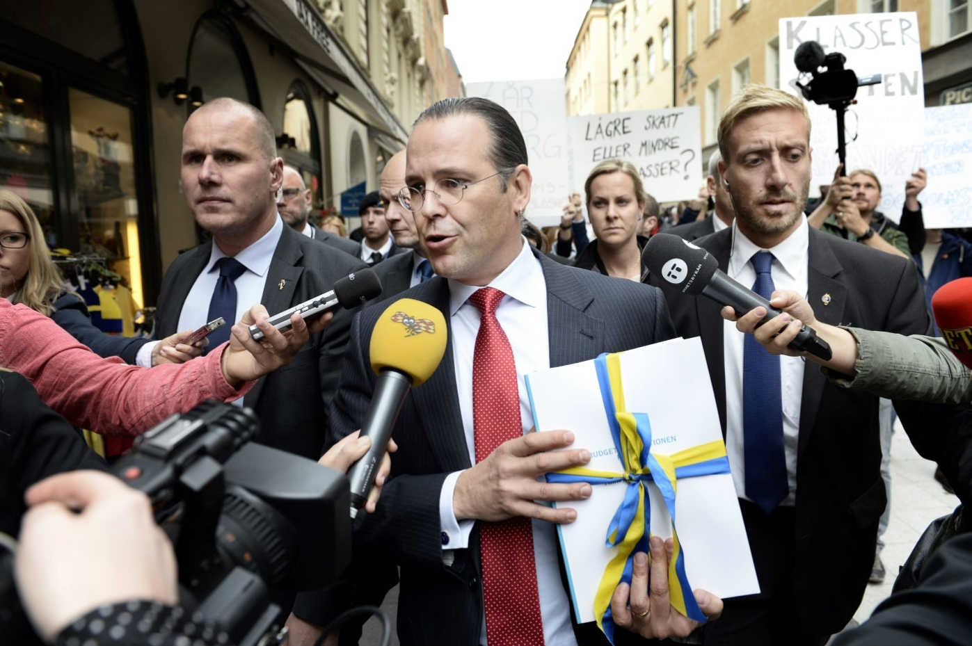 Finansministern gar budgetpromenad