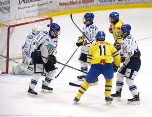 Filip Ahl kvitterade till 3–3 – och HV71-talangen låg bakom tre mål till. Ahls sista målgivande passning till Linus Ölund innebar seger med 6–5 i förlängningen. Timrå IK:s Jonathan Dahlén fick också två assistpoäng.