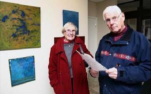 Britt-Marie och Gunnar Nordenström tänkte avverka tre utställningar. -- Ett jättebra tillfälle att se mycket bra konst. FOTO:BERIT DJUSE