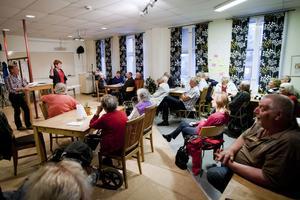 Omkring 20 personer kom på tisdagskvällen till Hyresgästföreningens öppna möte för att höra kommunalrådet Maria Strömkvist (S) redogöra för kommunens bostadspolitik.