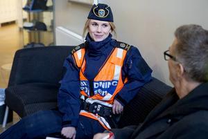 Tina Söderström från Kramfors valde att utbilda sig till polis trots att hon är färdig socionom.