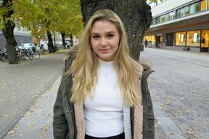 Julia Viktoria, Julia Engborg, 15 från Sandviken siktar på en artistkarriär. 20 oktober 2016 släpps debutsingeln