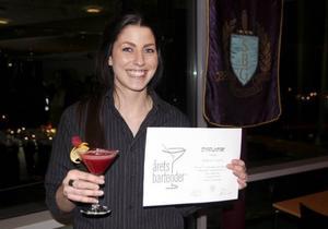 Johanna Forslöf vann Norrlandskvalet och är klar för final i tävlingen Årets Bartender 2014, som avgörs i Göteborg 6 april.