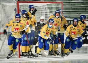 Sverige klarade oavgjort mot trots rysk anstormning i andra halvlek.