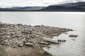 Båtarna slits hårt av att sjöns vattenstånd varierar så kraftigt.
