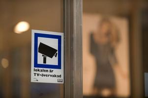 Trygghet eller integritet? Justitieministern vill göra det lättare för exempelvis butiker att få sätta upp övervakningskameror.foto: scanpix