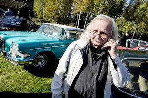 VÄXT FÄRDIGT. Tommy Eriksson var en nöjd och glad marknadsgeneral i Medskogssjön i går.