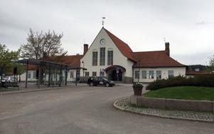 Järnvägsstationen i Sundsvall är till salu. Nu förhandlar kommunen med ägaren Jernhusen om en prislapp.