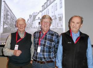 Henry Karlsson, Hans-Göran Eriksson och Torvald Holmström var tre av många gamla ABB-pensionärer som tog tillfället i akt att titta på gamla fotografier från Ludvika.