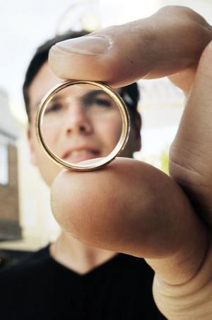 Guld har aldrig riktigt tappat i värde, enligt guldsmeden Tobias Petersson.