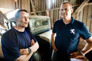 Klippare. Gerhard Lycken, till vänster, och Christian Peitz var glada köpare av en Cadillac. De tvingades sedan gå med på en omförsäljning, tjänade 150 000 kr på affären och kunde i alla fall åka hem med en historia och en Indian-mc för 62 000 kronor.