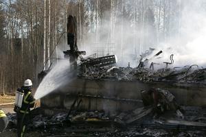 Räddningstjänsten i arbete under branden i Fyrklöverskolan i Hedemora 2014.