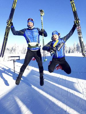 Erik Rost och Tove Alexandersson firar dubbelt guld i världscupen.