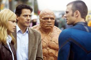 Fantastiska Fyran är som en familjenhet där individerna är hjälplösa utan kollektivet. De fyra superhjältarna spelas av Jessica Alba, Ioan Gruffudd, Michael Chilkis och Chris Evans.