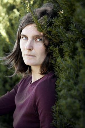 Vinner i längden.  Katja Timgren har skrivit en stark debutroman om kontaktlöshet.