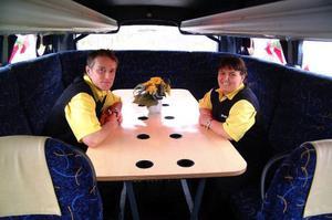 Evy och Hasse Owén, Owéns  i Sörbygden, blir tvåmansföretagare efter KR Trafiks entreprenadförlust.Foto: Ingvar Ericsson