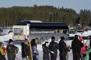Bussar blir bästa sättet att nå startplatsen i Oxberg, men deltagarna kommer att få gå över den avstängda bron, en sträcka på 800 meter.
