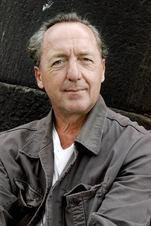 Bok om brott. Ernst Brunner är aktuell med en ny roman, Yngling på guld, om den fräcka konstkuppen mot Nationalmuseum i december år 2000.