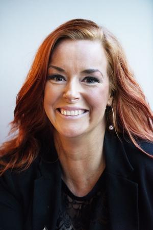 Maria Hoffman är driftschef på Strand matsal och bar. När hon skriver på restaurangens officiella Facebooksida stavar hon ibland fel, vilket har resulterat i rena personangrepp.