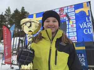 Sundsvalls Slalomklubbs Emma Aicher tog ett guld i slalom och ett brons i storslalom. Hon var därmed en av många lyckosamma medelpadingar i Lycksele.
